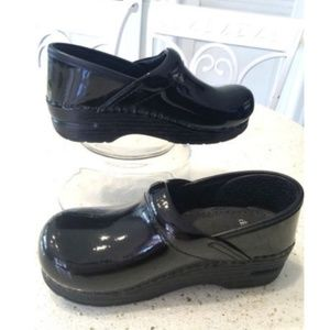 DANSKO Black Patent Leather Clogs Girls EU 30